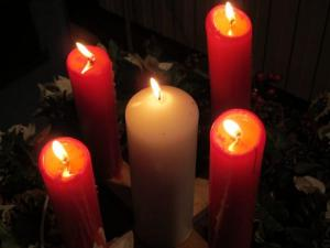 Advent candles, Salisbury URC UK -- photo by Ana Gobledale